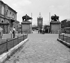 Ilyen is volt Budapest - Soroksári út, a Közvágóhíd bejárata Old Pictures, Old Photos, Budapest Hungary, Historical Photos, Berlin, Louvre, Street View, Landscape, History