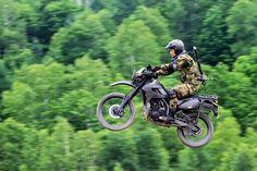 """【自衛隊広報ROOM】長らくお待たせしました!名古屋駅西の椿町にある『自衛隊広報ROOM』に展示する""""偵察用オートバイ""""が、遂に愛知地本へ!現役を退いたバイクですので、只今お色直し中です(^_^;) 金曜日には配備する予定です♪ pic.twitter.com/q1ZDcxYW4L"""