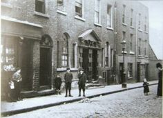 Ship Street Great, with its unique double door. Dublin Street, Dublin City, Old Pictures, Old Photos, Photo Engraving, Dublin Ireland, England Uk, Roads, 1930s