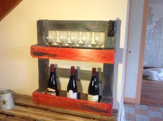Awesome Kitchen Table & Wine Rack Out Of Recycled Pallets  #kitchen #pallettable #palletwinerack #recycledpalletshelves #recyclingwoodpallets My first kitchen table and wine rack made with very old pallets!   Ma première petite table en très vieille palette!   ...