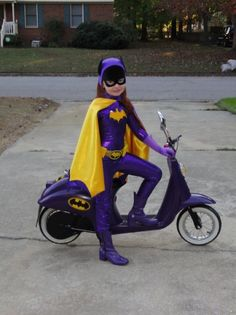 Possibly one of the coolest things I have ever seen. Retro Batgirl rules.