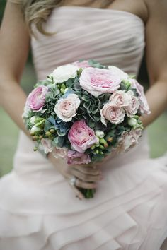 I don't usually like pink in weddings but I love this. Via style me pretty