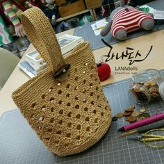 Marvelous Crochet A Shell Stitch Purse Bag Ideas. Wonderful Crochet A Shell Stitch Purse Bag Ideas. Bag Crochet, Crochet Clutch, Crochet Shell Stitch, Crochet Purses, Love Crochet, Crochet Handles, Knitted Bags, Crochet Accessories, Knitting Yarn