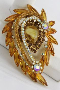 Outstandaing Discount Jewelry Online For Huge Savings Ideas. Remarkable Discount Jewelry Online For Huge Savings Ideas. Rhinestone Jewelry, Vintage Rhinestone, Diamond Jewelry, Beaded Jewellery, Designer Jewellery, Glass Jewelry, Jewelry Box, Silver Jewelry, Antique Brooches