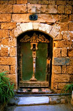 Jaffa door--Photo by R Barraez D'Lucca