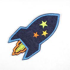 Flicken mal anders! Knallig bunt und in der Form einer Rakete. Wenn Kinder eigentlich keine Knieflicken mögen, werden sie sicher diesen Raketen Hosenflicken lieben :)  http://flickli.de