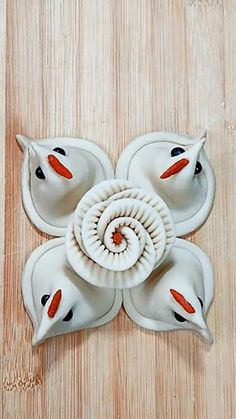 Fondant Flower Tutorial, Fondant Flowers, How To Make Pastry, Cake Decorating Piping, Bread Art, Coffee And Donuts, Diy Crafts To Do, Pastry Art, Clay Food