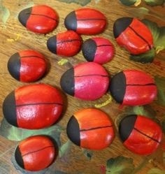 How to Paint Ladybug Rocks - Painting rocks to look like lady bugs is a fast and easy project for beginning painters. Stone Crafts, Rock Crafts, Crafts To Make, Crafts For Kids, Pebble Painting, Pebble Art, Stone Painting, Painting Art, Rock Painting Ideas Easy