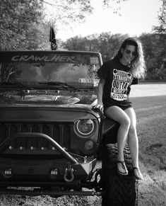 Women who love Jeeps make up a unique subculture within the culture of Jeep enthusiasts that are part of a larger group or culture of enthusiasts. Jeep Wrangler, Jeep Jeep, Black Jeep, Custom Jeep, Ford, Cool Jeeps, Trucks And Girls, Girly Pictures, Daily Photo