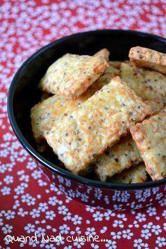 Apéritif - Biscuits à la moutarde et au comté. Pour 40 pièces : 125 g de comté râpé * 110 g de beurre mou * 1 jaune d'oeuf * 3 càs de moutarde à l'ancienne * 150 g de farine * 1 càc de sucre * 1/2 càc de sel. Recette sur le site.