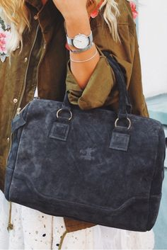 This 2-in-1 bag knows how to impress, with plenty of space and comfort. Whether as shoulder bag, handbag, uni, work or day-to-day - this bag fits all your needs.
