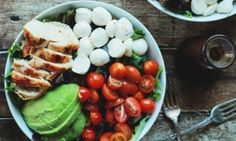 Caprese with chicken and avocado # favorite recipes cooking food Best Chicken Salad Recipe, Chicken Salad Recipes, Cooking Avocado, Caprese Chicken, Cooking Together, Tasty Dishes, Caprese Salad, No Cook Meals, Food Photo