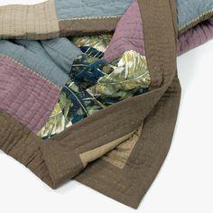 Quilt Green Artisan Patch 180 x 250 cm | referência 26875309 | A Loja do Gato Preto | #alojadogatopreto | #shoponline 180, Gym Bag, Shabby Chic, Artisan, Quilts, Bags, Scrappy Quilts, Napkins, Throw Pillows