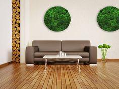 Greenhill  Moosbilder und Mosswände. Rundes Moosbild in einem matt-schwarzem Aluminiumrahmen eingefaßt, hängt über einem großen Sofa.