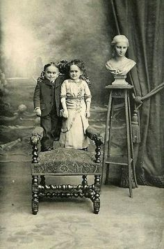 1900 le yıllarda cüce bir aile