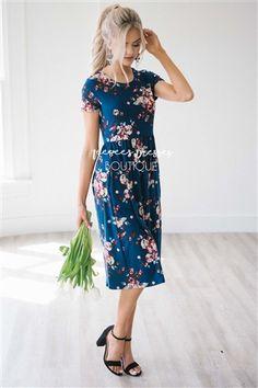 35 Unordinary Floral Neesees Dresses Ideas For Women Looks More Pretty Sun Dresses Modest, Modest Outfits, Simple Dresses, Modest Fashion, Trendy Outfits, Dress Outfits, Fashion Dresses, Cute Outfits, Floral Dresses