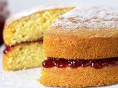 Create a beautiful and tasty Victoria sandwich wedding cake with this easy Mary Berry Victoria sponge cake recipe. This family-favourite sponge is the. Victoria Sponge Rezept, Mary Berry Victoria Sponge, Best Victoria Sponge Recipe, Mary Berry Sponge Cake, Mary Berry Cake Recipes, Marry Berry Recipes, Mary Berry Desserts, Iced Fairy Cakes, The Great British Bake Off