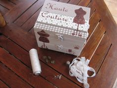 Love Sewing, Ideas Para, Diy Crafts, Sewing Box, Decoupage, Boxes, Craft, Ideas, Restoring Furniture