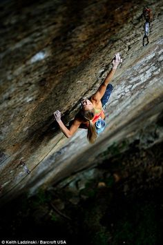Although I am not great, like this chick is. I LOVE rock climbing. Sasha DiGiulian on Pure Imagination, at the Red River Gorge in KY Climbing Girl, Sport Climbing, Ice Climbing, Mountain Climbing, Mountain Biking, Eiger North Face, Red River Gorge, Photo Vintage, Surf