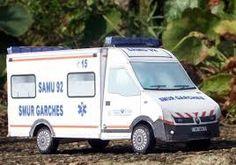 """Résultat de recherche d'images pour """"photos ambulances anciennes"""" Ambulance, Recreational Vehicles, Images, Van, Photos, Search, Pictures, Camper, Vans"""