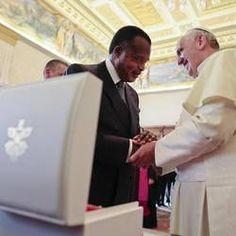 Pape François - Pope Francis - Papa Francesco - Papa Francisco - Le président du Congo Brazzaville Denis Sassou N'Guesso : audience avec le Pape
