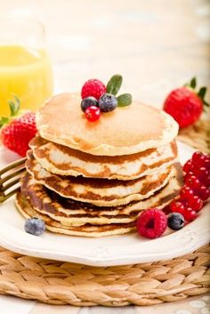 Flour Free Banana Pancakes  Want a light breakfast but be able to enjoy some pancakes at the same time. It now is possible with this very ea...