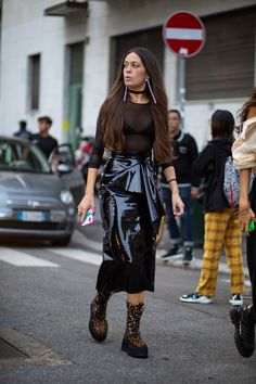The Best Street Style Looks From Milan Fashion Week Spring 2020 – Daily Fashion Milan Fashion Week Street Style, Spring Street Style, Cool Street Fashion, Street Style Looks, Bota Over, Female Models, Women Models, Fashion Outfits, Womens Fashion