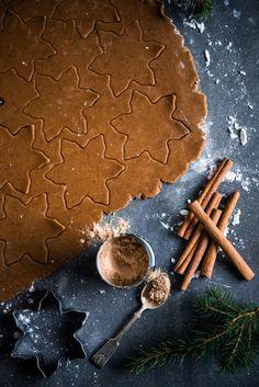 Gluteenittomat lakritsipiparit valmistuvat tällä reseptillä helposti. Lakritsijuurijauhe ja muscovadosokeri tekevät pipareista uskomattoman herkullisia.