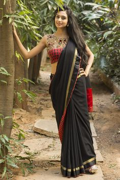 to this amazingly interesting saree…A striking black georgette drape… Indian Beauty Saree, Indian Sarees, Indian Blouse, Indian Fashion Trends, India Fashion, Beautiful Blouses, Beautiful Saree, Sexy Blouse, Saree Blouse