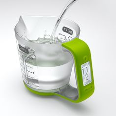 Digital measuring cup with scale. / TechNews24h.com
