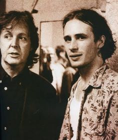 Paul McCartney & Jeff Buckley - it all begins with The Beatles. Paul Mccartney, Memphis Tennessee, Freddie Mercury, Music Love, My Music, Music Stuff, Music Songs, Jeff Buckley Grace, Tim Buckley