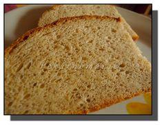 Řekla bych, že všechny podmáslové chleby jsou vynikající, bez výjimky. Tento je pečený v remosce Original, která zvládne upéct relativně veliký chleba a spotřebuje přitom pětinu elektřiny (oproti klasické troubě). Chléb popraská, má velice křupavou kůrku, nedrobivou střídu a navinulou chuť. Je výborný i na druhý den. Tento chleba můžeme samozřejmě péct i v troubě,… Bread, Baking, Food, Brot, Bakken, Essen, Meals, Breads, Backen