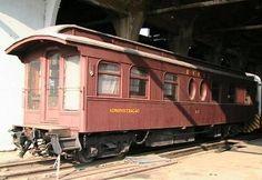 Museu Ferroviário Virtual - Antigo carro da Administração da RVPSC que aguardava manutenção nos barracões da Rodoferroviária, em Curitiba