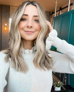 Hair Color Highlights, Hair Color Balayage, Latest Hairstyles, Hairstyles Haircuts, Hair Inspo, Hair Inspiration, Inspo Cheveux, Cool Blonde Hair, Textured Hair