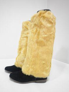 Жълти космати гети / калци до коляното. Пухкави и меки. Уникален моден аксесоар за студените дни. С тях вие няма да останете незабелязани. Може да се комбинират с пухкави гривни за ръце в същия цвят.