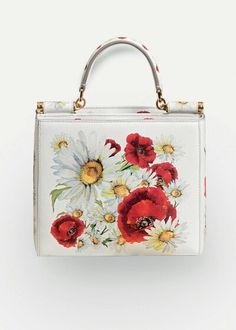 a32106fbb5 Bolsas e Mochilas customizadas · Dolce   Gabbana Summer 2016 Fashion Bag  inside the Woman Collection  Spring in the City
