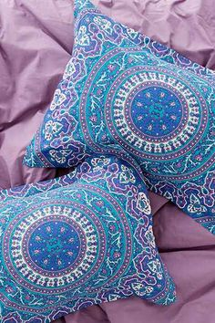Magical Thinking Ophelia Medallion Comforter - Urban Outfitters