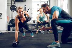 Sporty woman doing push-ups under supervision of personal trainer Chico Fitness, Fitness Diet, Fitness Motivation, Fitness Gear, Health Fitness, Muscle Fitness, Workout Fitness, Big Muscle Training, Yoga Poses For Two