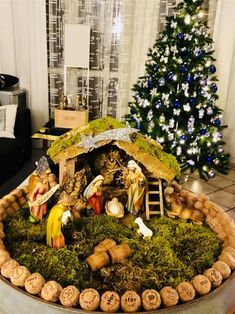 Christmas Crib Ideas, Church Christmas Decorations, Christmas Nativity Set, Christmas Village Display, Christmas Villages, Christmas Projects, Christmas Home, Christmas Holidays, Christmas Ornaments