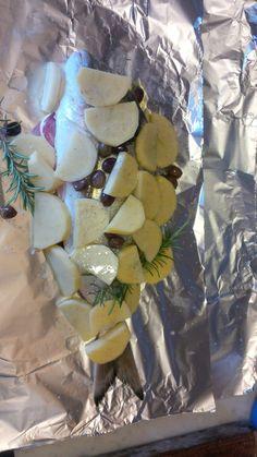 Orata al cartoccio, olive taggiasche, patate e rosmarino