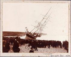Hereward wrecked on Maroubra Beach, 1898. Australian National Maritime Museum.