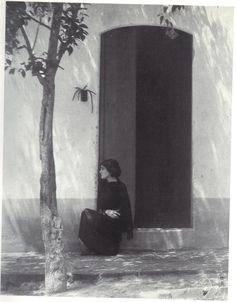 Tina Modotti by Edward Weston, Mexico, 1923. … from Tina Modotti: A fragile Life, by Midred Constantine, Rizzoli International Publications, 1983.
