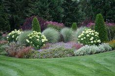 Annabelle and grasses, nice combination - gartengestaltung House Landscape, Landscape Design, Garden Design, Outdoor Landscaping, Front Yard Landscaping, Landscaping Ideas, Formal Gardens, Outdoor Gardens, Garden Cottage