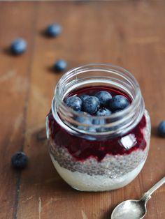Klassisk chiagrød - den bedste af slagsen! Grødgrisen Brunch, Always Hungry, Recipe Of The Day, No Bake Desserts, Healthy Recipes, Healthy Food, Food To Make, Raspberry, Food Photography