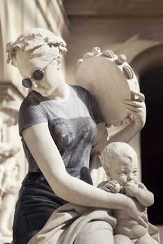 Classical sculptures dressed as hipsters look contemporary and totally badass #hipster #Classical #sculptures #Classicalsculptures