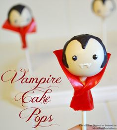 Deanna of Dee's-licious Desserts has a spooktacular Halloween cake pop idea to share with us today - Vampire Cake Pops! These are adorable for kids! (How To Make Cake For Kids) Halloween Cake Pops, Halloween Desserts, Halloween Treats, Halloween Party, Gothic Halloween, Cakepops, Hotel Transylvania Party, Cake Pop Tutorial, Vampire Party