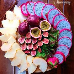 Pretty cut fruit platter. YUM Ratatouille, Instagram Accounts, Fig, Plant Based, Vegetarian Recipes, Food Porn, Healthy, Breakfast, Platter