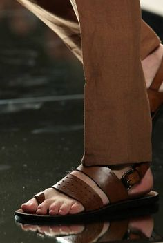 Men's Fashion – How to Nail Office wear – Designer Fashion Tips Dolce & Gabbana, Male Fashion Trends, Mens Fashion, Brown Leather Sandals, Male Feet, Mens Slippers, Gladiator Sandals, Men Sandals, Office Wear