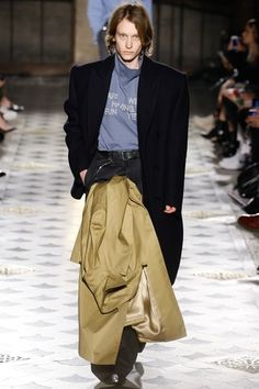 Vetements Fall 2016 Ready-to-Wear Collection Photos - Vogue Fashion Week, Fashion Show, Fashion Design, High Fashion, European Fashion Men, Unisex Fashion, Mens Fashion, Vogue Russia, Vogue Paris
