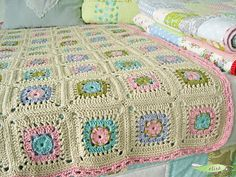 granny square blanket in pastels; blog is in German, no translation, no directions?